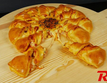Εύκολη σπιτική πίτσα με ζύμη γιαουρτιού